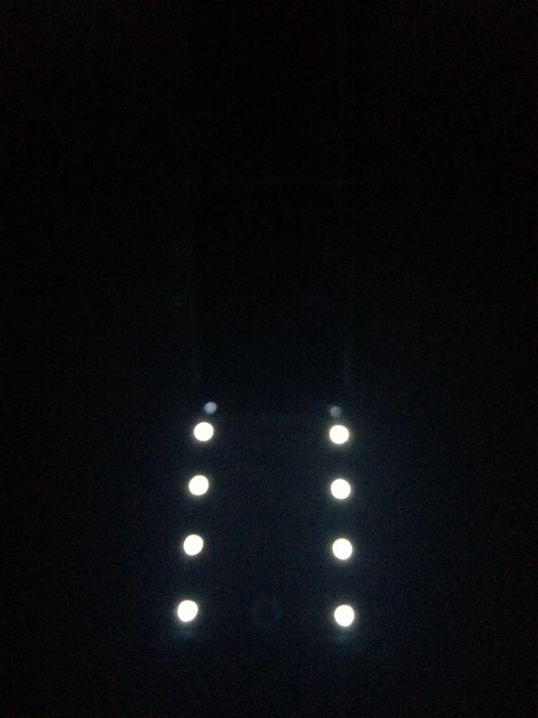 女優ミラー 暗闇でライト